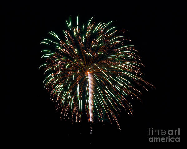 Photograph - Rvr Fireworks 121 by Mark Dodd
