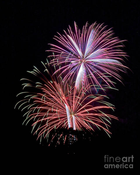Photograph - Rvr Fireworks 125 by Mark Dodd
