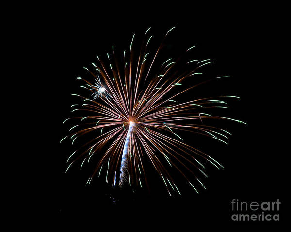 Photograph - Rvr Fireworks 127 by Mark Dodd