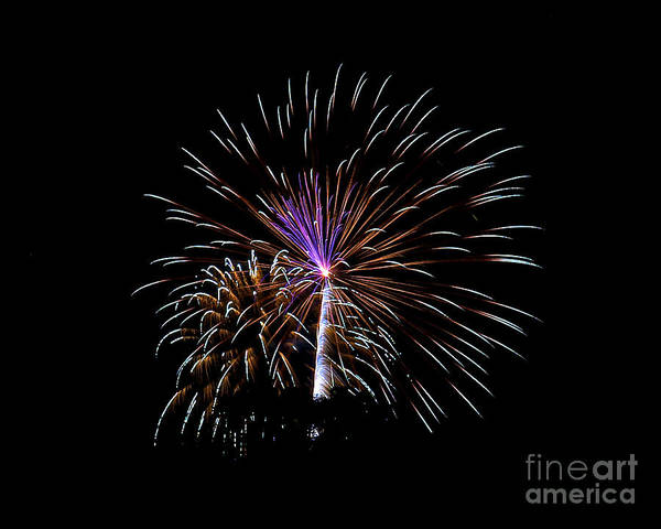 Photograph - Rvr Fireworks 131 by Mark Dodd