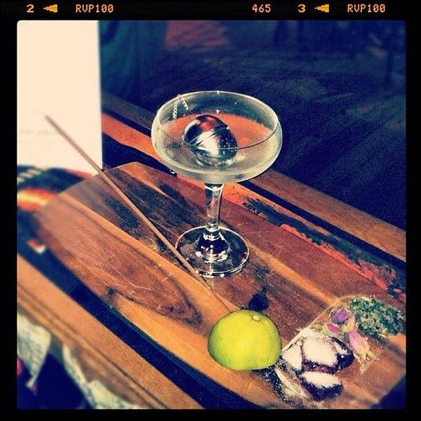 Martini Wall Art - Photograph - Souk Martini Absolut Tea Vodka, Lychee by Hans Gunsberger