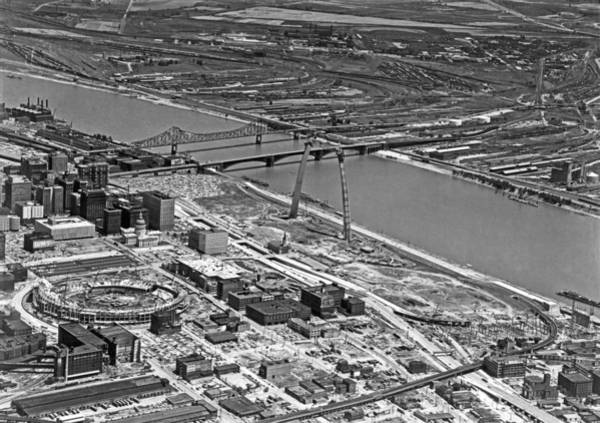 Mississippi River Photograph - St. Louis Arch Construction by Underwood Archives