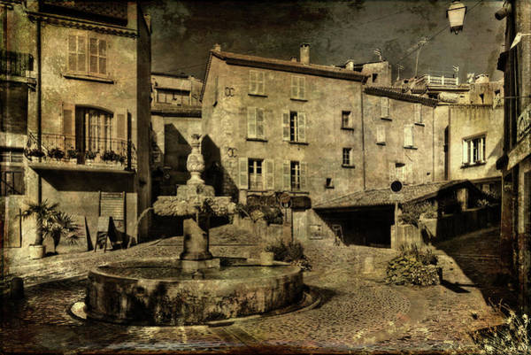 Photograph - Textured Square With Fountain by Roberto Pagani