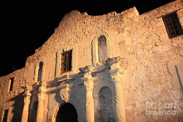 Photograph - The Alamo Perspective by Carol Groenen