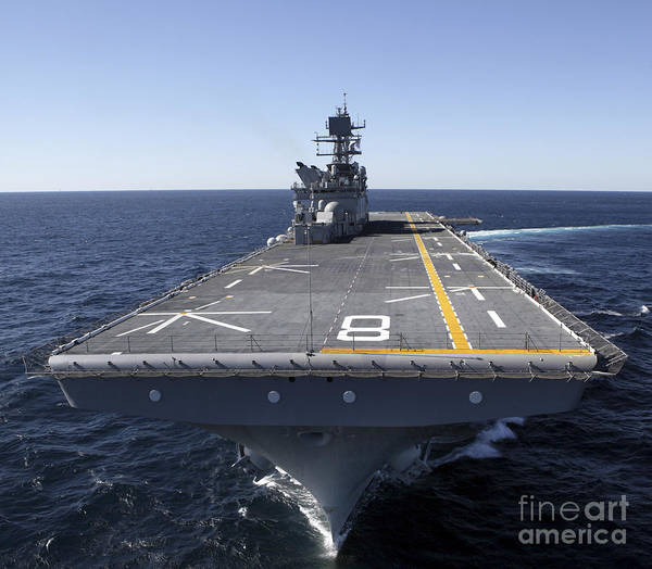 Amphibious Assault Ship Wall Art - Photograph - The Amphibious Assault Ship Uss Makin by Stocktrek Images