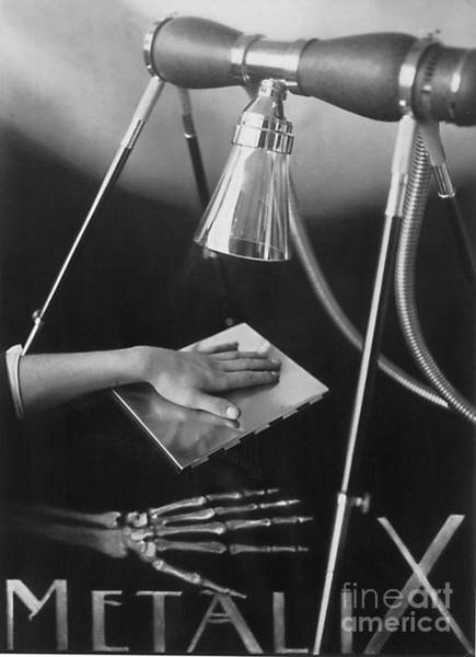 Photograph - The Marvels Of Metalix 1930 by Science Source