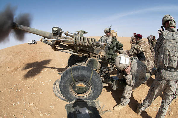 Gunfire Photograph - U.s. And Iraqi Artillerymen Train by Stocktrek Images