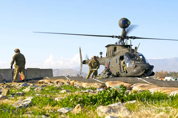 Kiowa Photograph - U.s. Army Soldiers Prepare To Fuel An by Stocktrek Images