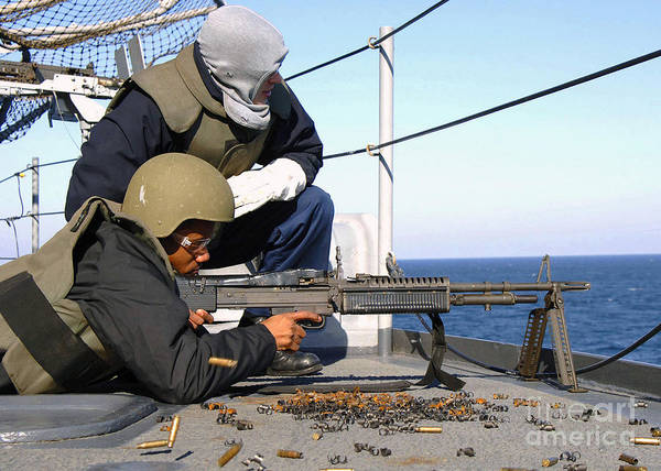 Mounted Shooting Photograph - U.s. Navy Gunners Mate Observes by Stocktrek Images