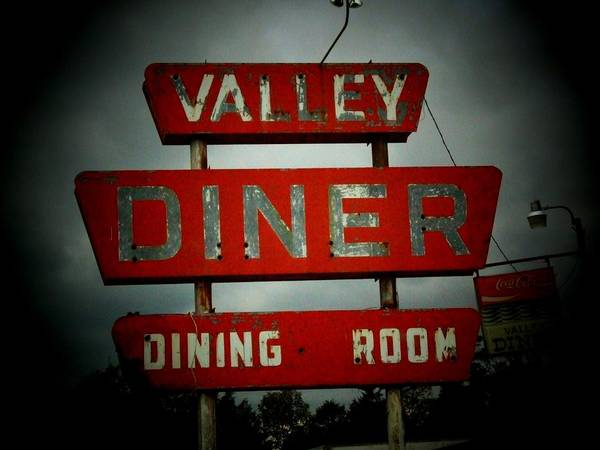 Wall Art - Photograph - Valley Diner by Michael L Kimble
