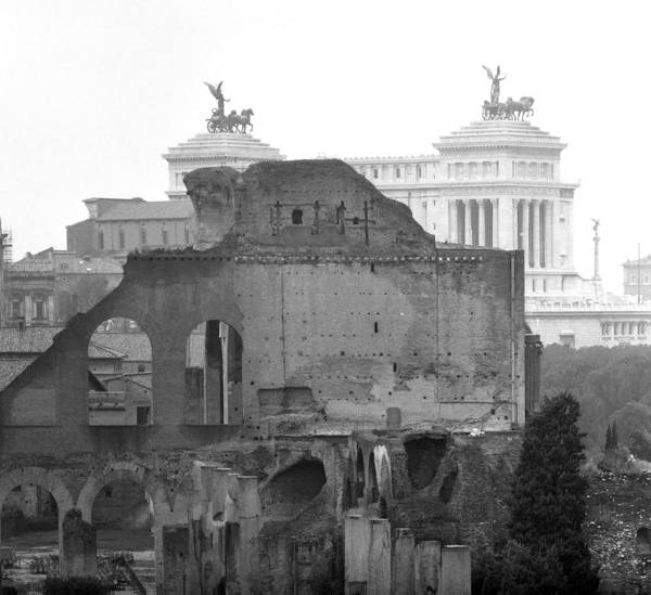 Photograph - Victor Emmanuel Monument In Rome by Emanuel Tanjala