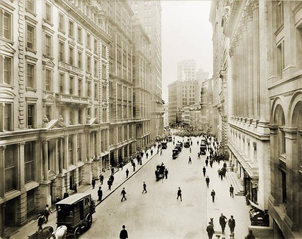 Business Cycles Wall Art - Photograph - View Down Broad Street by Everett