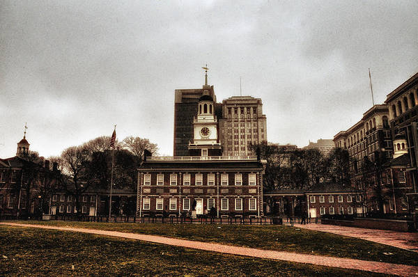Declaration Of Independence Photograph - View Of Independence Hall In Philadelphia by Bill Cannon