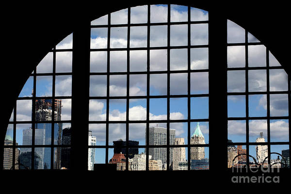 Photograph - View Of Manhattan by Leslie Leda