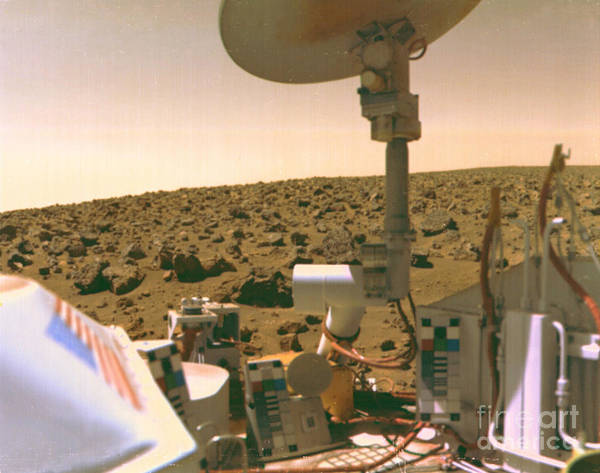 Photograph - Viking 1 On Mars by Science Source
