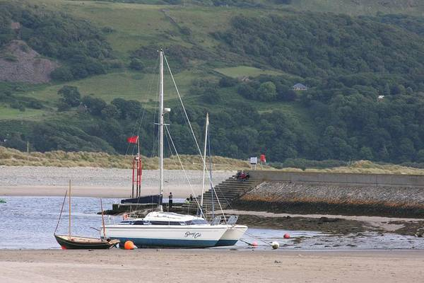 Barmouth Photograph - Waiting For The Boat by Ed Lukas