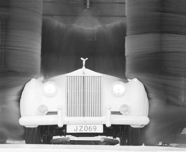 Car Wash Photograph - Washed Rolls Royce by Jan W Faul