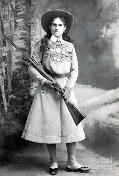 Photograph - Annie Oakley, American Folk Hero by Science Source