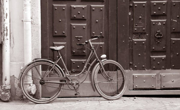 Photograph - Antique Bicycle 1c by Andrew Fare