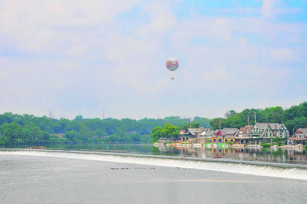 Photograph - Boathouse Row And The Zoo Balloon by Bill Cannon