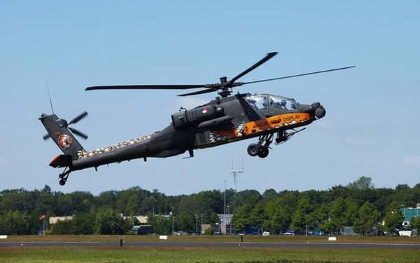 Transportation Digital Art - Boeing Ah-64 Apache by Super Lovely