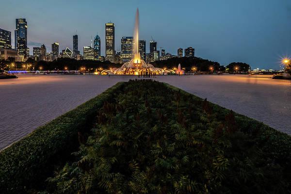 Photograph - Chicago's Buckingham Fountain At Dusk  by Sven Brogren