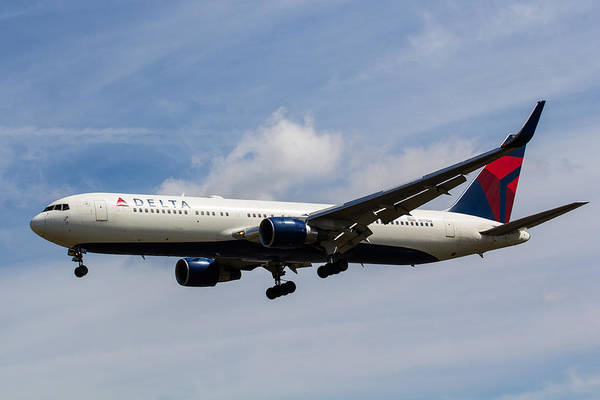 Wall Art - Photograph - Delta Airlines Boeing 767 by David Pyatt