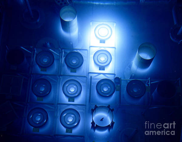 Oak Ridge National Laboratory Photograph - High Flux Isotope Reactor Pool by Science Source