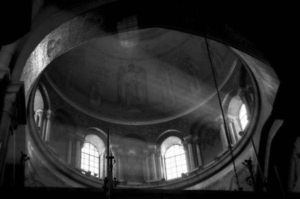 Church Of The Holy Sepulcher Photograph - Holy Sepulcher by Jos Mosis