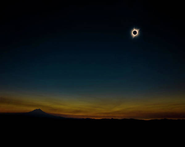 Jefferson Photograph - Mount Jefferson Solar Eclipse by Pelo Blanco Photo