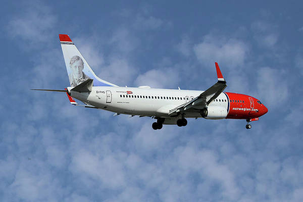 Wall Art - Photograph - Norwegian Boeing 737-8jp by Smart Aviation