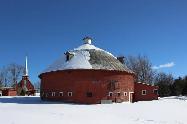 Wall Art - Photograph - Round Barn by Dominic Labbe