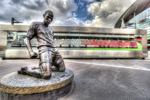 Wall Art - Photograph - Thierry Henry Statue Emirates Stadium by David Pyatt
