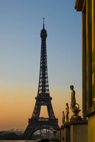 Wall Art - Photograph - Trocadero Statues With Eiffel Tower by Oscar Gutierrez