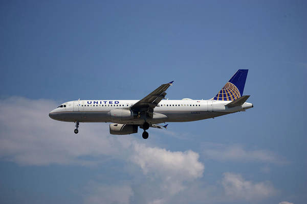 Wall Art - Photograph - United Airlines Airbus A320-232 by Smart Aviation