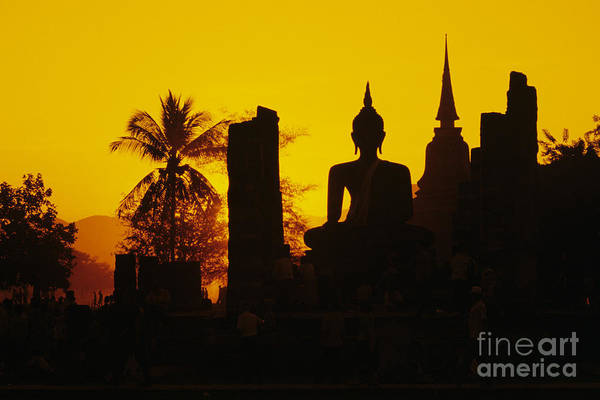 Wall Art - Photograph - Wat Mahathat by Gloria & Richard Maschmeyer - Printscapes