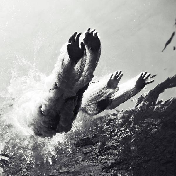 Swim Wall Art - Photograph - 100821-8868 by Enric Gener
