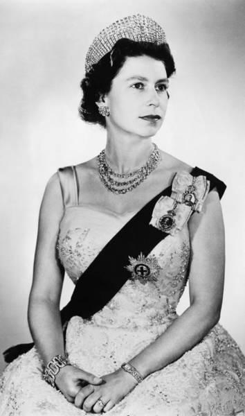Garter Photograph - British Royalty. Queen Elizabeth II by Everett