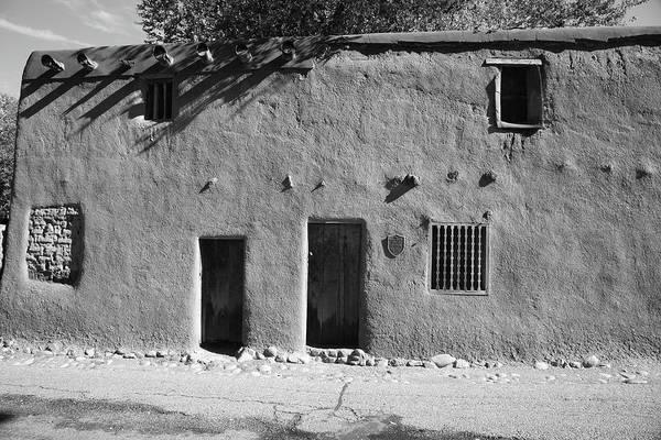 Photograph - Santa Fe - Adobe Building by Frank Romeo