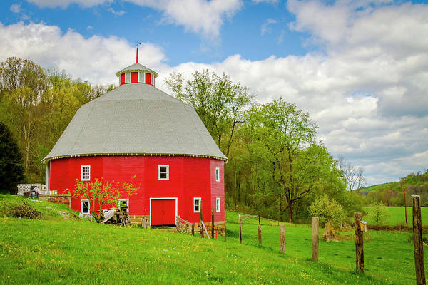 Photograph - 16 Sided Barn by Jack R Perry