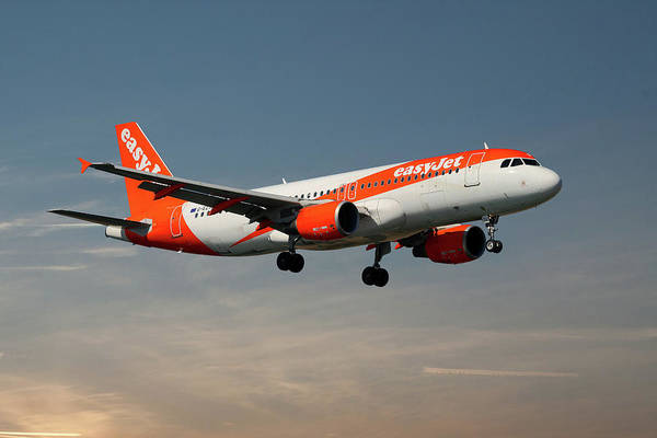 Airbus A319 Wall Art - Photograph - Easyjet Airbus A319-111 by Smart Aviation