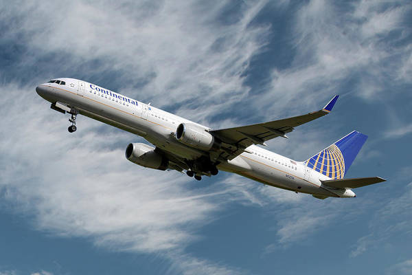 United Airlines Wall Art - Photograph - United Airlines Boeing 757-224 by Smart Aviation