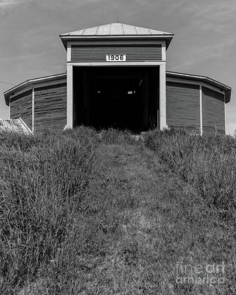 New England Barn Photograph - 1906 Round Barn Black And White by Edward Fielding