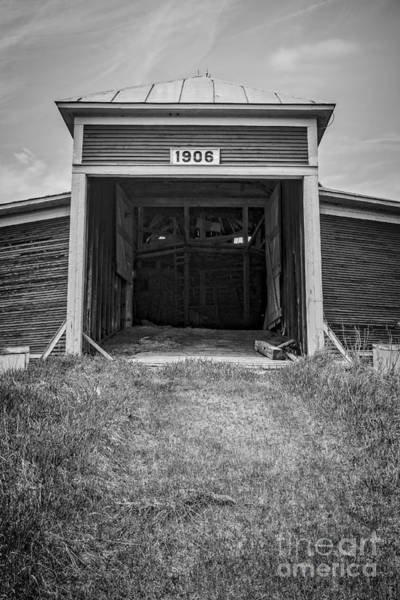 New England Barn Photograph - 1906 Round Barn New Hampshire by Edward Fielding