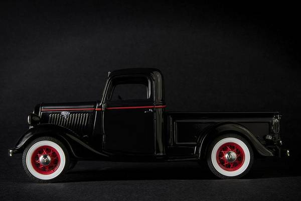 Photograph - 1935 Truck-1 by Rudy Umans