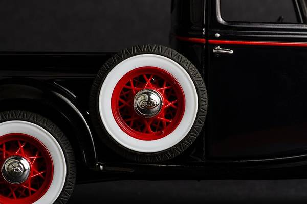 Photograph - 1935 Truck by Rudy Umans