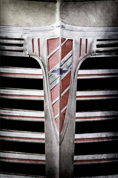 Wall Art - Photograph - 1941 Chevrolet Grille Emblem -0288ac by Jill Reger