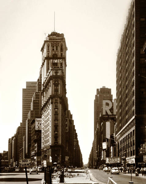Photograph - 1950 Times Square New York by Marilyn Hunt
