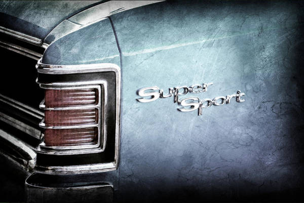 Wall Art - Photograph - 1967 Chevrolet Chevelle Super Sport Taillight Emblem -0035ac by Jill Reger