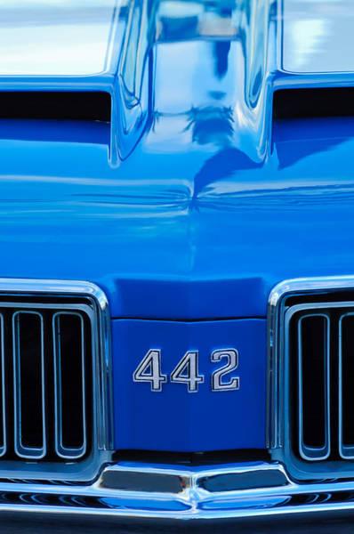 Oldsmobile 442 Wall Art - Photograph - 1970 Oldsmobile 442 Hood Emblem 2 by Jill Reger